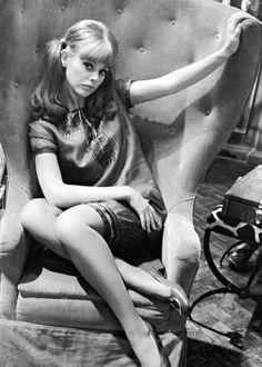 Britt Ekland est Mary Bonne-Nuit (1974) - L'Homme au pistolet d'or (The Man with the Golden Gun)