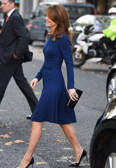 Prince William and Kate Middleton meet victims from Grenfell fire - The Duchess of Cambridge accessorised her look with a black clutch and matching patent sti… Source by TopPromis - Kate Middleton Outfits, Looks Kate Middleton, Estilo Kate Middleton, Kate Middleton Earrings, Kate Middleton Fashion, Kate Middleton Pregnant, Princess Kate Middleton, Pippa Middleton, The Duchess