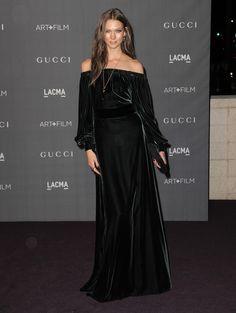 Karlie Kloss in Gucci green dress Star Fashion, Fashion Models, Women's Fashion, Elegant Dresses, Nice Dresses, Gucci Dress, Red Carpet Gowns, Formal Gowns, Fashion Stylist