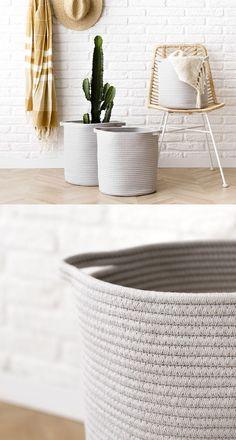 Leni cesto arena | ¡Nueva deco en la shop!  El cesto Leni de algodón en color arena con dos pequeñas asas en la parte superior es perfecto para tenerlo todo bien ordenado en casa. Disponible en tres tamaños: pequeño, mediano y grande. ¡Elige el que más se adapte a tus necesidades!  Tamaños · Grande: Diámetro 33, altura 37 cm · Mediano: Diámetro 31, altura 34 cm · Pequeño: Diámetro 29, altura 30 cm Laundry Basket, Wicker, Room Decor, Organization, Grande, Pots, Licence Plates, Home Decorations, Organize