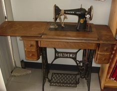 Antique Sewing Machines, Pictures of old sewing machines