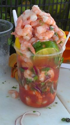 Omg this looks so yummy. Mexican Snacks, Mexican Food Recipes, Mexican Fruit Cups, Mexican Beer, Mexican Drinks, I Love Food, Good Food, Yummy Food, Seafood Recipes