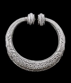 Indian silver armlets (sold as a pair) from Himachal Pradesh Tribal Jewelry, Jewelry Art, Jewelry Bracelets, Yoga Jewelry, Necklaces, Ancient Jewelry, Antique Jewelry, Vintage Jewelry, Gold And Silver Bracelets