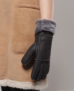 Shearling fur gloves / Genuine leather sheep shearling fur gloves at bosroom.com #Leathergloves #Gloves #Sheepskingloves #Simplegloves #Wintergloves #Winter #Ootd #Acc #Accessory #Accessories #Hand #furgloves #shearlinggloves #leatherfurgloves