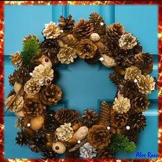 Diy Snowflake Decorations, Pine Cone Christmas Decorations, Handmade Decorations, Pine Cone Christmas Tree, Wreath Crafts, Diy Wreath, Diy And Crafts, Christmas Crafts, Rustic Christmas