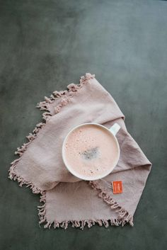 Coconut Butter Rooibos Latte — dolly and oatmeal Hot Tea Recipes, Free Recipes, Homemade Tea, Tea Cafe, Gluten Free Bakery, Breakfast Of Champions, Coconut Milk, Almond Milk, Yummy Drinks