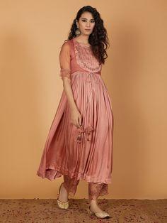 Sari Blouse Designs, Kurta Designs, Dress Indian Style, Indian Dresses, Indian Outfits, Trendy Dresses, Simple Dresses, Churidar, Salwar Kameez
