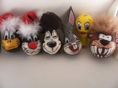 tutorial YES you can paint  pdf epattern looney tunes painting recycled lightbulb.  via Etsy.
