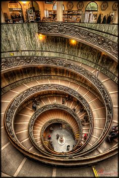 Bramante escalera - Museos del Vaticano Construida sin CAD ni maquinaria moderna  Vatican staircase by Bramante Designed without CAD and built without modern machinery