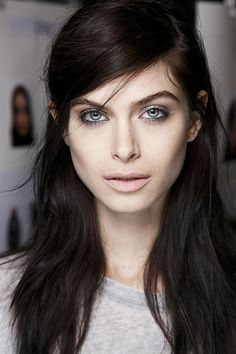 10 Runway Hair and Makeup Looks You'd Actually Want to Wear, Wearable Runway Beauty Trends Fall 2014 Brunette Hair Pale Skin, Black Hair Pale Skin, Dark Hair Blue Eyes, Chocolate Brown Hair Pale Skin, Gray Eyes, Make Up Gesicht, Short Dark Hair, Long Hair, Runway Hair