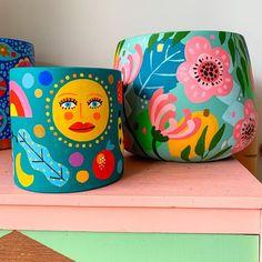 Flower Pot Art, Flower Pot Design, Flower Pot Crafts, Painted Plant Pots, Painted Flower Pots, Rock Crafts, Diy And Crafts, Pottery Painting Designs, Craft Day