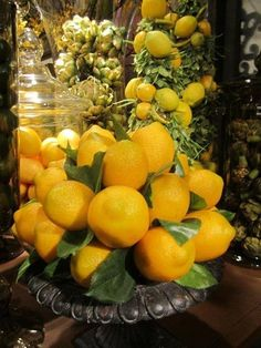 Decorating with lemons. I think a lemon and lime bowl would look great! Table Flower Arrangements, Lemon Party, Lemon Kitchen, Brunch, Décor Boho, Lemon Recipes, Shades Of Yellow, Mellow Yellow, Bright Yellow