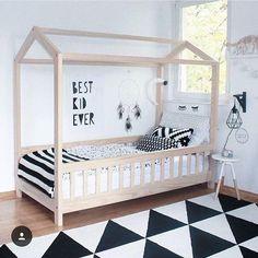 Inspiração cool, com móveis claros, preto e branco. . #tmm #themammysmarket #ideiascriativas #decoracaocriativa #decor #decoração (Fonte: Pinterest)