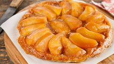 Today I tried my first ever Tarte Tatin and it has got my appetite up for more of them. So I'm looking for other alternative recipes for Tarte Tatin. Pear Tarte Tatin, Vegetable Tart, Kouign Amann, French Dishes, Kinds Of Desserts, Juicy Fruit, Sweet Pie, Profiteroles, French Pastries