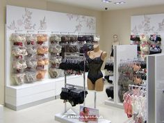 Lingerie Store Design, Visual Merchandising Fashion, Clothing Boutique Interior, Clothing Store Displays, Store Interiors, Retail Interior, Girls Fashion Clothes, Bra Shop, Business