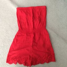 Super cute forever 21 romper Beautiful and in great condition. This is a ROMPER not a dress Forever 21 Dresses