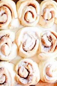 Big Fat 1-Hour Cinnamon Rolls - Something Swanky 1 Hour Cinnamon Rolls Recipe, No Yeast Cinnamon Rolls, Cinnamon Roll Icing, Connamon Rolls, Bread Rolls, Rollo Cookies, Sweet Roll Recipe, Lemon Recipes, Bread Recipes