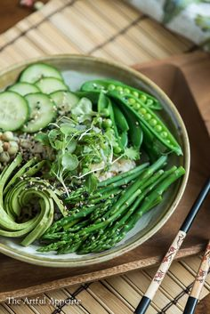 Spring Vegetable Sushi Bowl Vegan Plant Based Gluten Free ~ This simple spring dinner is all you could want in a bowl! Wrap it up with some nori for some hand rolled sushi or simply eat it with chopsticks or a fork. You can't lose! Smoothie Bowl, Vegetarian Recipes, Healthy Recipes, Salad Recipes, Vegetarian Salad, Healthy Foods, Whole Food Recipes, Dinner Recipes, Dinner Ideas