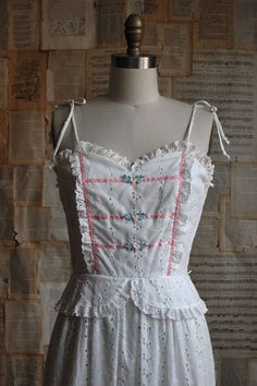 Vintage 70s eyelet peasant (apron idea) Broderie Anglaise