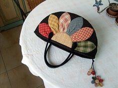 작고 귀여운 토트백~ 드뎌 완성했답니다. ***싸이트 패키지 짝퉁이라죠~ㅎㅎ 예뻐서 따라쟁이 해봤네요.. ... Diy And Crafts, Applique, Purses, Bags, Satchel Handbags, Coin Purses, Handbags, Handbags, Taschen