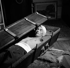 Restraint In Utica Cribs 10 Terrifying Psychotherapy Treatments Of Yesteryear Mental Asylum, Insane Asylum, Psychiatric Hospital, Vintage Medical, Depression Treatment, Medical History, Sleep Deprivation, New Shows, American Horror Story