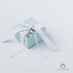 Μπομπονιέρα Βάπτισης Χάρτινο Tiffany Blue Κουτάκι Λευκός Φιόγκος με Μεταλλικό Αεροπλανάκι Gift Wrapping, Gifts, Gift Wrapping Paper, Presents, Wrapping Gifts, Gift Packaging, Gifs, Wrapping, Present Wrapping