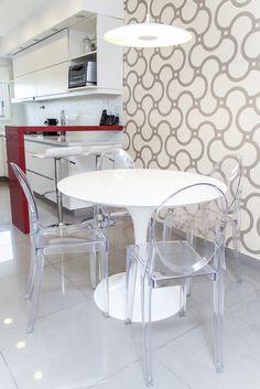 Cocina con comedor diario muebles en laca blanca for Muebles comedor diario