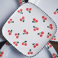 Dot Art Painting, Pottery Painting, Ceramic Painting, Ceramic Art, The Dot, Painted Ceramic Plates, Paper Mache Bowls, Color Me Mine, Diy Tableware