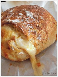 flat bread pizza dough no yeast ; bread with pizza yeast ; bread flour pizza dough no yeast ; pizza bread without yeast ; bread machine pizza dough no yeast Artisan Bread Recipes, Dutch Oven Recipes, Bread Machine Recipes, Cooking Recipes, Artisan Pizza, Artisan Rolls, Skillet Recipes, Skillet Meals, Chef Recipes