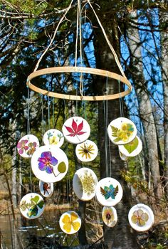 Twig and Toadstool: Pressed Flower Mobile - a great idea for Arianna and her flower press :)