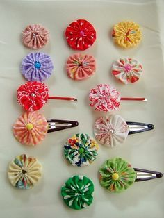 Fast And Easy Projects - How to Make Hair Clips? Flower Crafts, Diy Flowers, Fabric Flowers, Fun Crafts, Diy And Crafts, Crafts For Kids, Quilting Projects, Sewing Projects, Yo Yo Quilt