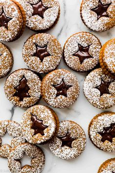 Chocolate gingerbread sandwich cookies combine gingerbread cookies and rich chocolate ganache. These linzer-shaped Christmas cookies are extra festive! Chocolate Marshmallow Cookies, Chocolate Chip Shortbread Cookies, Toffee Cookies, Spice Cookies, Yummy Cookies, Chocolate Ganache, Linzer Cookies, Almond Cookies, Noel Christmas