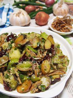 sambal hijau jengkol teri terong Indonesian Cuisine, Indonesian Recipes, Asian Recipes, Ethnic Recipes, Menu Planning, I Foods, Spicy, Food Photography, Easy Meals