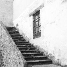 """En la capital sería un artista surrealista, en el pueblo era sólo Don Lalo """"el loquito"""". #instacuento"""
