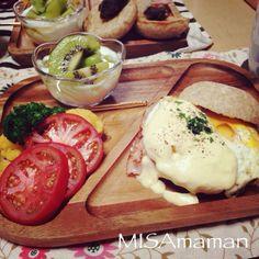全粒粉パンのベネディクトバーガー ボイルブロッコリーのサラダ キウイの蜂蜜ヨーグルト - 27件のもぐもぐ - 今日の朝食 by misamaman44