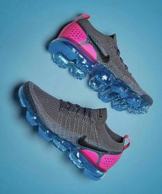 10 Tips To Shopping For The Perfect Athletic Shoes - Women's Shoes, Mode Shoes, Me Too Shoes, Shoe Boots, Cute Sneakers, Shoes Sneakers, Sneakers Adidas, Sneakers Fashion, Fashion Shoes