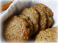 Nämä gluteenittomat, laktoosittomat ja hiivattomat leipäset ovat mukava pikkutarjottava. Päätät vain leipoa, sekoitat ainekset ja paista...