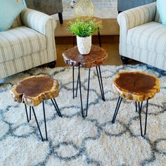 Jayce Unique Surface End Table - nyc apartment needs - Resin Wood Rustic Side Table, Wood End Tables, Wood Table, Cedar Table, Diy Wooden Projects, Wooden Diy, Wood Crafts, Wood Slice Coffee Table, Tree Stump Table