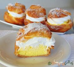 Choux a la creme prajitura 5 French Desserts, No Bake Desserts, Just Desserts, Sweet Recipes, Cake Recipes, Dessert Recipes, Churros, Romanian Desserts, Romanian Recipes