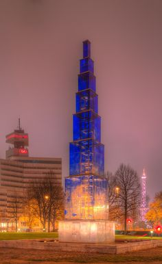 Since 1995 on the Theodor-Heuss-Place is the fountain sculpture called blue Obelisk of the Berliner artist Hella Santarossa. Berlin Ick Liebe Dir, Hamburg Germany, Dream City, Burj Khalifa, Germany Travel, Street Photography, Places To Travel, The Good Place, Architecture