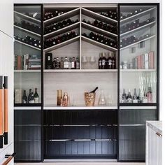 How can a home bar influence and change your life? Bring the confort you always wanted to you place by setting the perfect luxury bar just for you. Style At Home, Interior Design Kitchen, Home Design, Modern Home Bar Designs, Built In Wine Rack, Deco Design, Walk In Pantry, Home Fashion, Layout Design