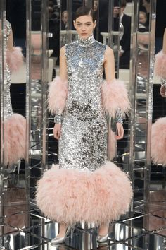 http://www.vogue.com/fashion-shows/spring-2017-couture/chanel/slideshow/collection