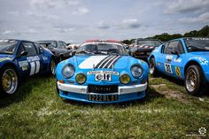 #Alpine #A110 entre les #A310 au Losange Passion International. #MoteuràSouvenirs Reportage : http://newsdanciennes.com/2016/05/22/losange-passion-international-losange-tres-grande-forme/ #ClassicCar #VintageCar