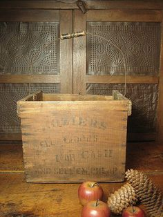 Wonderful Early Wooden Egg Crate w/ Bail Handle ~ Stenciled Advertising & Old Paint: Removed Old Wooden Crates, Pallet Crates, Egg Crates, Pallets, Primitive Furniture, Primitive Antiques, Primitive Country, Old Baskets, Wire Baskets