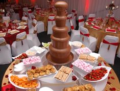 fondue stations (at least chocolate) at wedding? Chocolate Fountain Rental, Chocolate Fountain Wedding, Chocolate Fondue Fountain, Chocolate Fountains, Chocolate Wine, Love Chocolate, Chocolate Lovers, Dessert Table, A Table