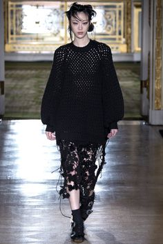 See the complete Simone Rocha Fall 2016 Ready-to-Wear collection.