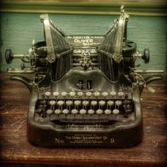 Old Typewriter Waiting ‹ Vergil Kanne Photography Vintage Images, Retro Vintage, Vintage Items, Vintage Office, Vintage Stuff, Vintage Pictures, Radios, Antique Typewriter, Typewriter Keys