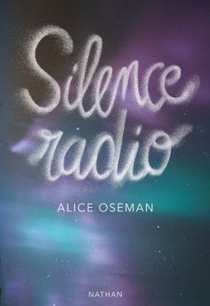 Silence radio, d'Alice Oseman Radios, Roman, Lus, Lectures, Adolescence, Books To Read, Neon Signs, Proposition, Seesaw