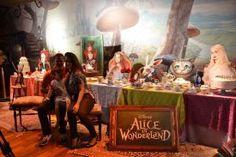 Filmei um pouco da Exposição Experiência Alice para que possam entrar nela um pouquinho e conto nesse post minhas impressões desse passeio com a criançada!  É uma experiencia e tanto! Clara não para de falar sobre isso, rsrs  http://www.mamaeplugada.com.br/2016/11/resenha-sobre-a-exposicao-experiencia-alice-passeio-com-criancas/