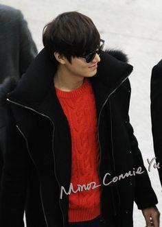 Lee Min Ho terbang menuju Shanghai akhir pekan lalu 14 Desember 2012 dalam rangka menghadiri photo session untuk Semir, sebuah clothi...